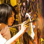 世界を舞台に活躍する現代アーティスト「小松美羽」